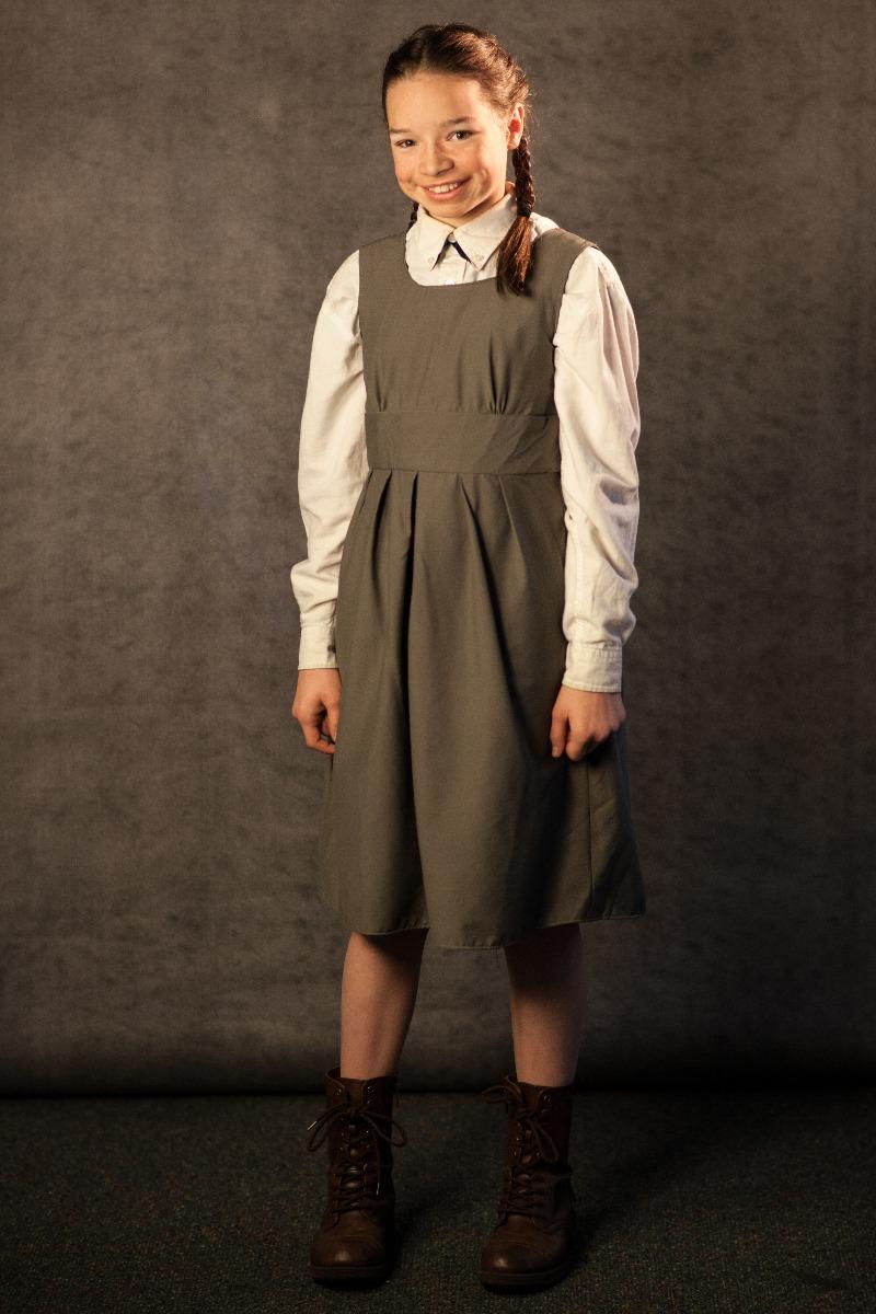 Narnia PC 1940's – School Uniform, Lucy Pevensie