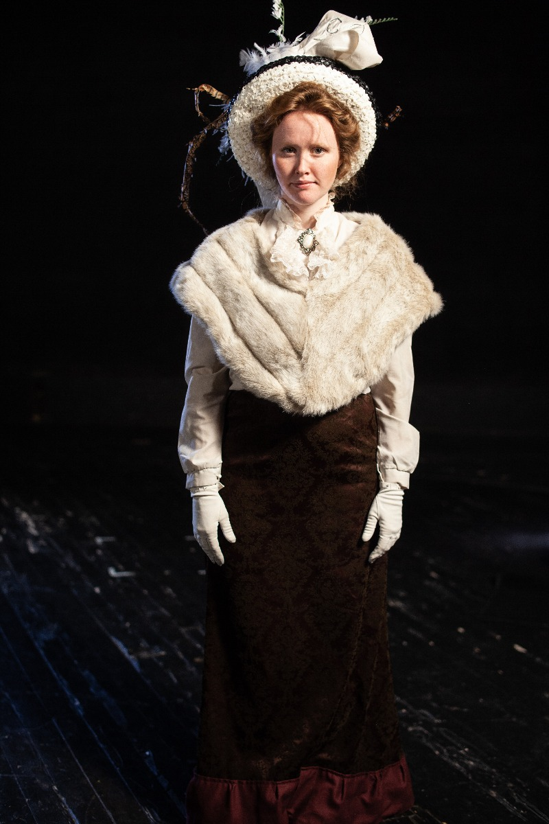 Bustle/Turn of the Century – Women's Full Outfit,  White Fur