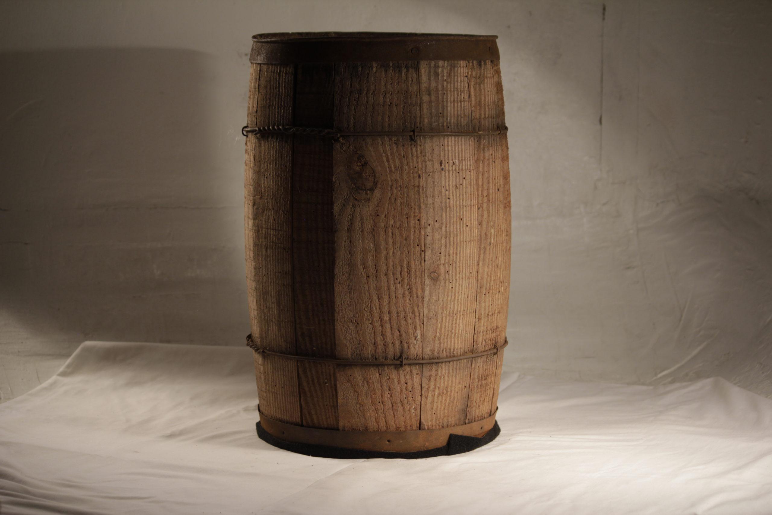 Barrel, small wooden tan